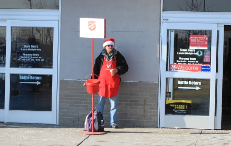 Salvation_Army_red_kettle_at_supermarket_entrance_Ypsilanti_Michigan