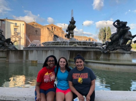 Arianna Lozano in front of fountain in Italy. Courtesy of Honors student, Arianna Lozano.