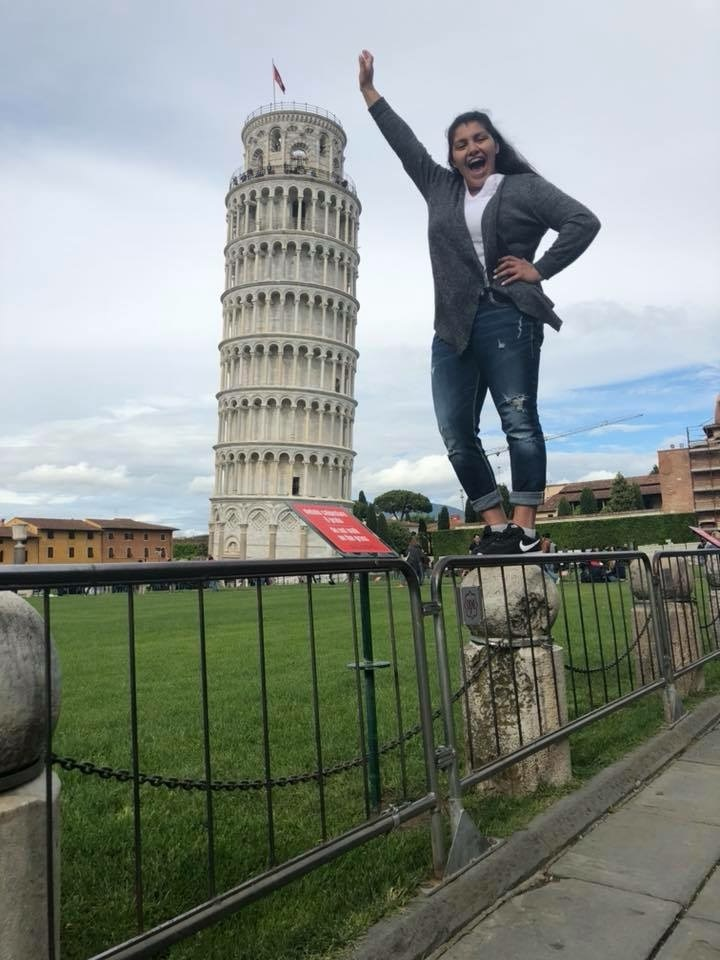 Arianna Lozano with Leaning Tower of Pisa. Courtesy of Honors student, Arianna Lozano.