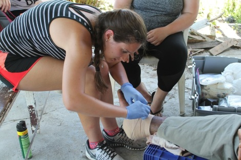 Abigail Rossman treats a patient with a diabetic foot ulcer in the Dominican Republic. Courtesy of Honors student, Abigail Rossman.